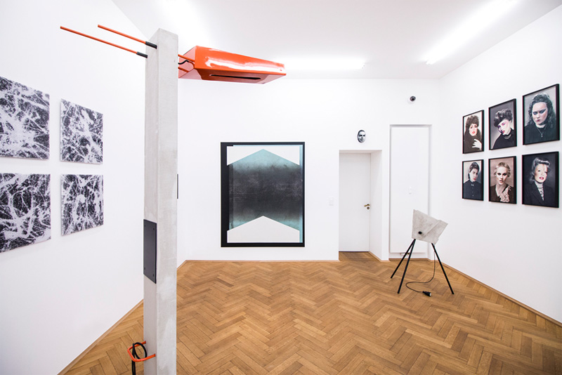 "Schöne Frauen (right) next to works by Sebastian Riemer (left), Thomas Woll, Sabrina Fritsch, Sabrina Jung (over the door), Thomas Woll, ""Quovadis"", Kunst & Denker"